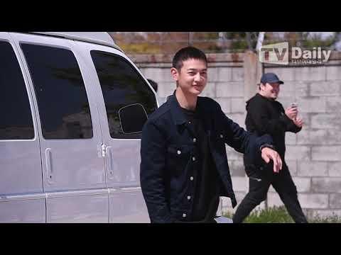 "[TD영상] 샤이니 민호(SHINee MINHO) 입대, 씩씩한 모습으로 ""감사합니다!"""