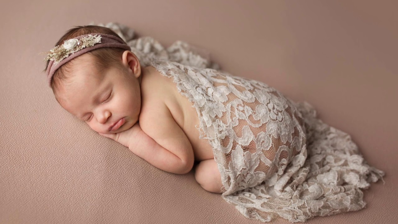 Maisa 2 weeks old behind the scenes conway newborn photographer