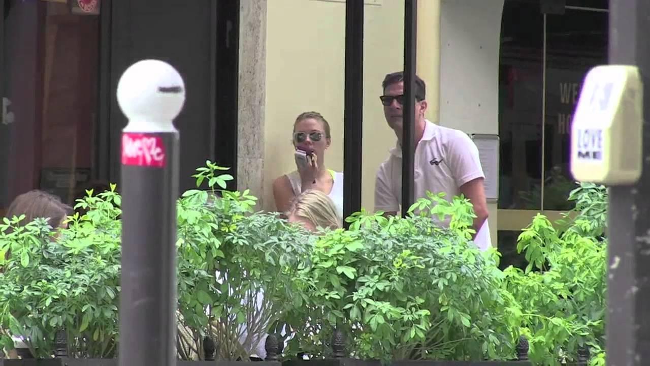 Scarlett johansson dating in Melbourne