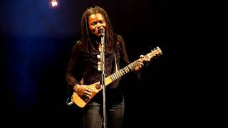 Tracy Chapman chante Sing For You au Zenith de Paris le 26 juin 2009