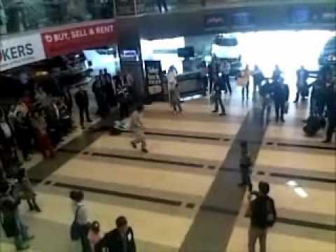 Flash Mob - Duty Free.wmv