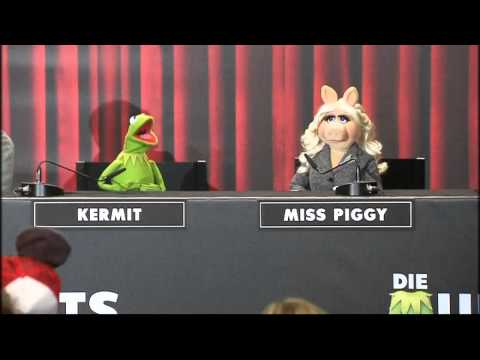 The Muppets: Kermit and Miss Piggy talk celebrity at Berlin Fashion Week