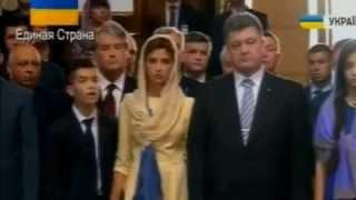 Сын Порошенко потерял сознание. Проклятие в действии...(Президент Украины Петр Порошенко принял участие в церемонии торжественного поднятия Государственного..., 2014-08-23T18:44:35.000Z)