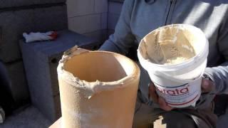 Nakładanie kitu do klejenia rur w systemie kominowym Brata