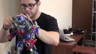 Optimus Prime Maquette Unboxing thumbnail