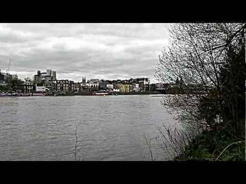 Boat race oxford vs cambridge, april 2012.MOV