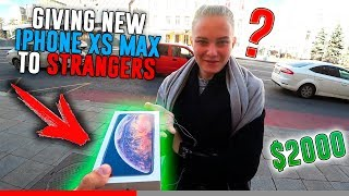 🔥 GIVING IPHONE XS MAX TO STRANGERS / IPHONE GIVEAWAY / SOCIAL EXPERIMENT / CRAZY RUSSIAN PRANKS