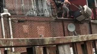 People Fail to Lower BBQ off Balcony With Rope - 989793