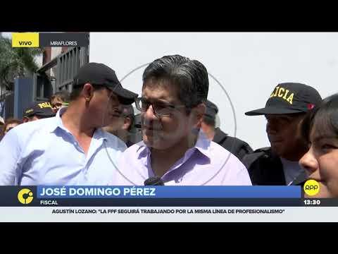 José Domingo Pérez acudió a votar y fue recibido en medio de aplausos y arengas 2/2