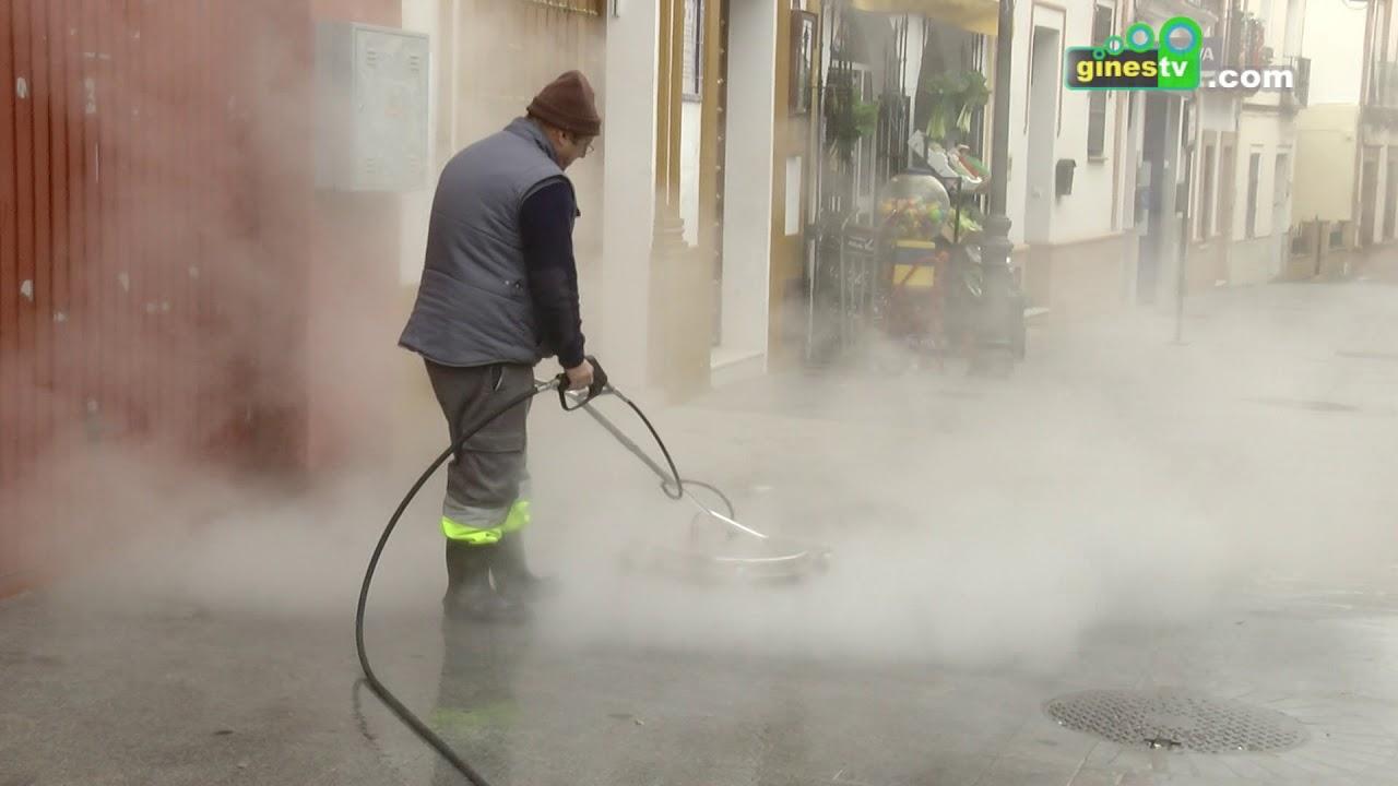 Nuevo vehículo con sistema de agua a presión para la limpieza viaria en Gines