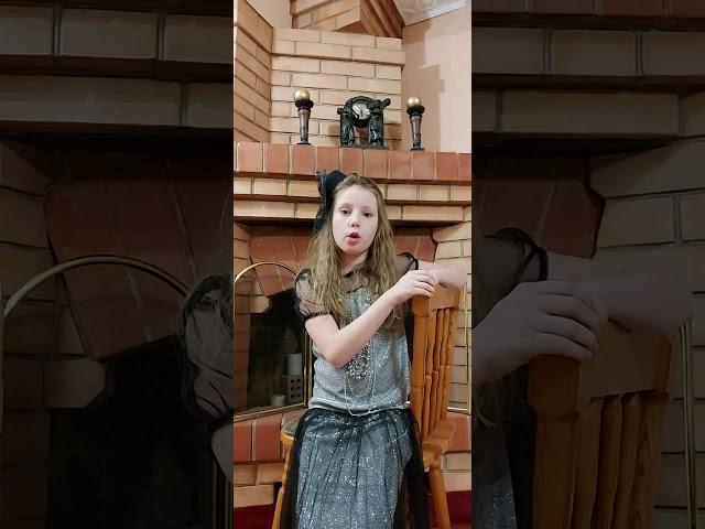 Изображение предпросмотра прочтения – ДаринаШестакова читает произведение «Вчера еще в глаза глядел...» М.И.Цветаевой