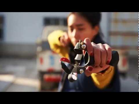 Titanium Alloy Shooting Hunting Catapult Slingshot with Optical Fiber Sight