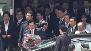 鳩山首相、官邸を去る