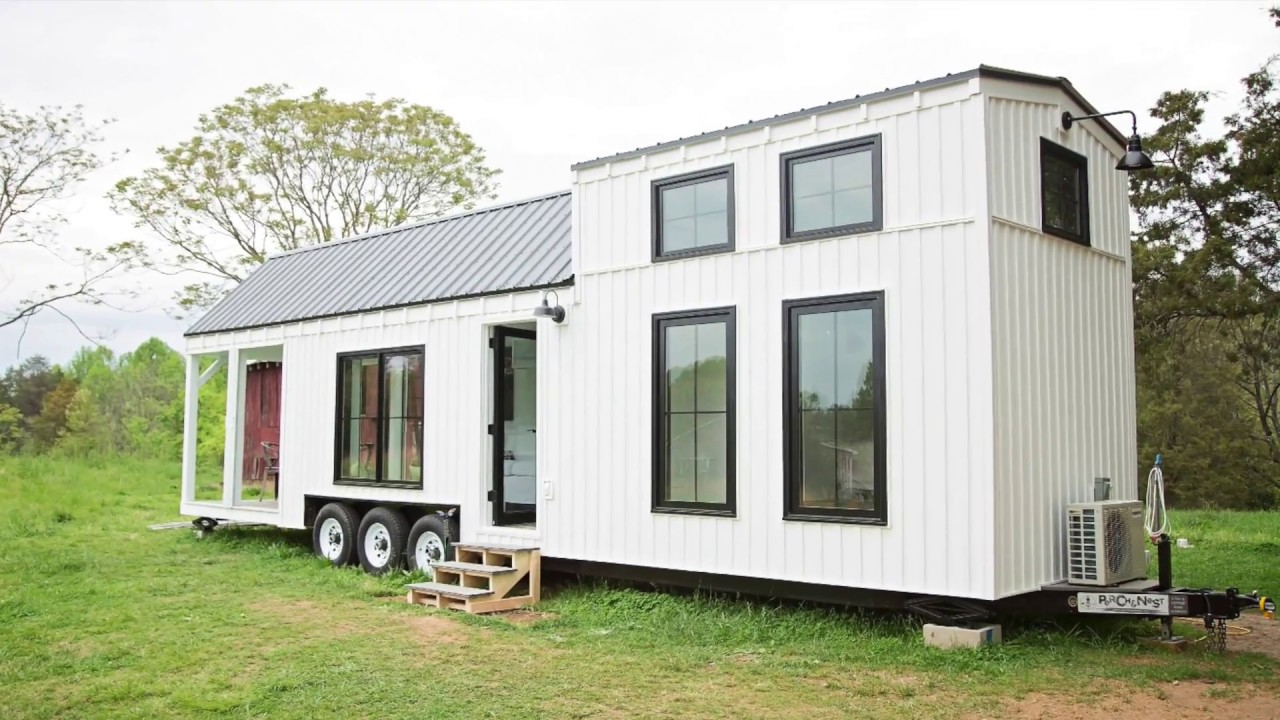 Beautiful Modern A Family Size Farmhouse On Wheels