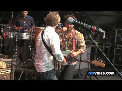 """Dispatch performs """"Get Ready Boy"""" at Gathering of the Vibes Music Festival 2014"""