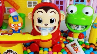 Baby doll Tooth Brush play and Brushing teeth story food cooking play - ToyMong TV 토이몽