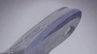 Snowstorm!!! New Chitose Airport takeoff China Airlines Boeing 747 B-18201 吹雪の新千歳空港離陸