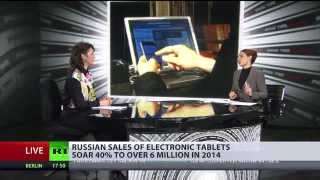 Russians celebrated NY absorbed by gadgets