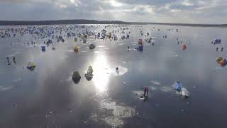 Зимняя рыбалка на сахалинском озере Буссе с высоты птичьего полета