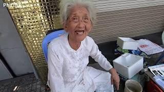 Bất ngờ gặp cụ bà 89 tuổi đại gia Bình Dương lên Sài Gòn bán trái cây cực rẻ - PhuTha vlog