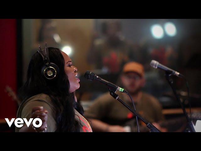 Tasha Cobbs Leonard - The Name Of Our God