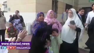 سيدة تشكو لوزيرة التضامن من القمامة داخل عمارات بشاير الخير..فيديو