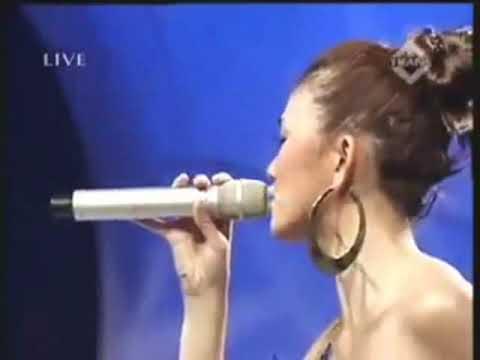 Agnes monica VS Christina Aguilera