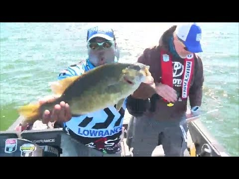 Ish Monroe lands 5 pound smallmouth in Classic Bracket