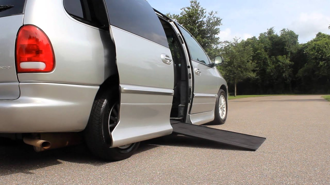 Wheelchair van handicap van ramp van vmi mobility 2000 chrysler town country 82k www vipautogrou youtube
