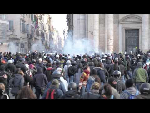 Carica Finanza Manifestazione Studenti 14 Dicembre 2010 P.zza del Popolo Roma