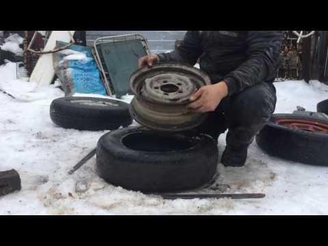 Как снять шину с диска своими руками видео