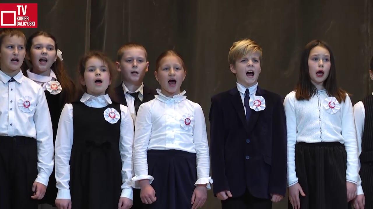 Uczniowie szkoły nr 10 we Lwowie z okazji 100-lecia Niepodległej
