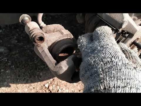 Замена передних тормозных колодок на KIA SPECTRA.
