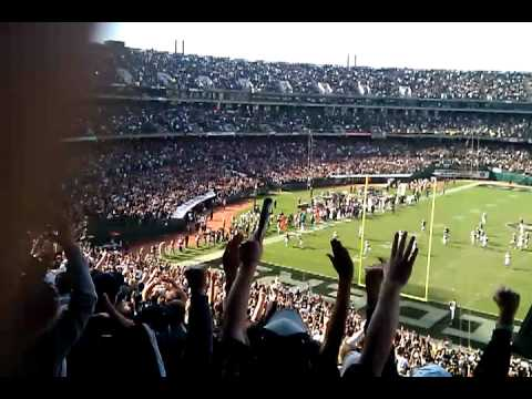 Oakland Raiders Fake Field goal for a touch down (10-16-11)