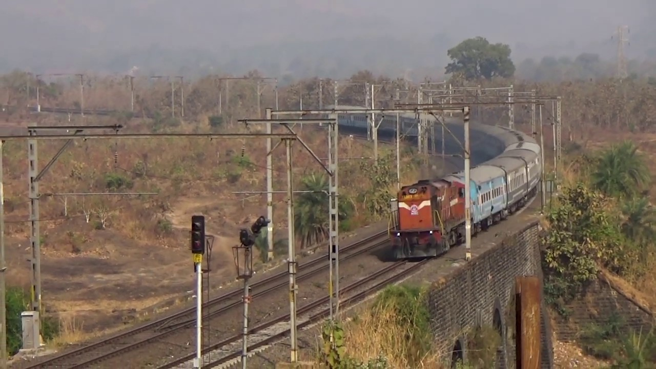 Overtaking 12072 Jalna - Dadar Jan Shatabdi Express in Alto 800!!!!!!! by  tandelbaba