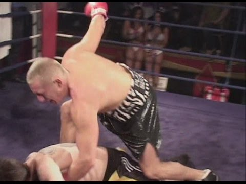 Punter Punch Ups! – Audience Member Fights Boxer!
