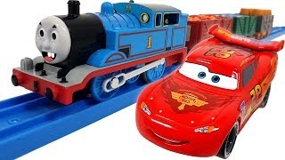 Disney Car Lightning McQueen and Thomas go! Catch the Villain ❤️ RACHAMAN TOY