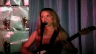 Liz Phair performs Polyester Bride live 2003