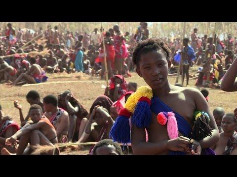 Swaziland: la virginité célébrée à la Danse des Roseaux