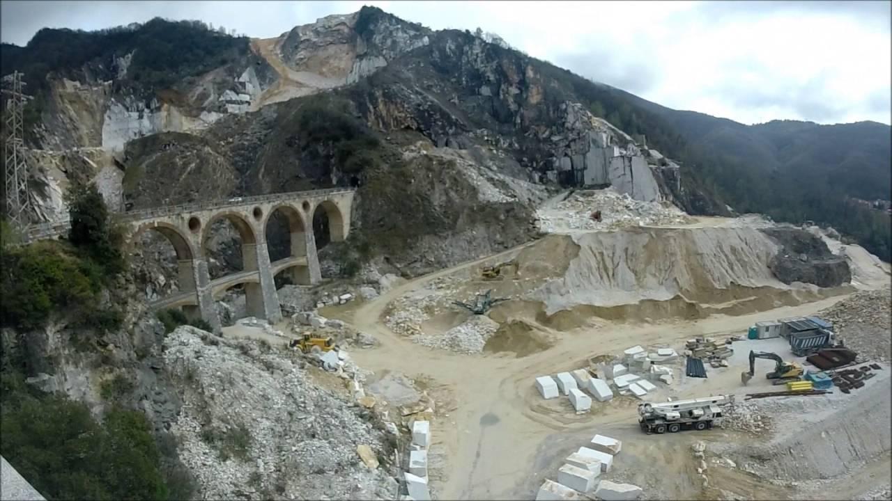 Toscana in auto viaggio nelle cave di marmo di carrara for Marmo di carrara prezzo