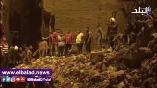 إخلاء 5 منازل بالإمام الشافعي وتصدع آخر بعد انهيار عقار وتوقف عمليات الإنقاذ.. فيديو وصور