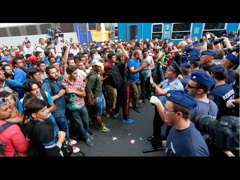Refugee crisis: Hundreds try to storm Vienna train, police shut down Budapest main station