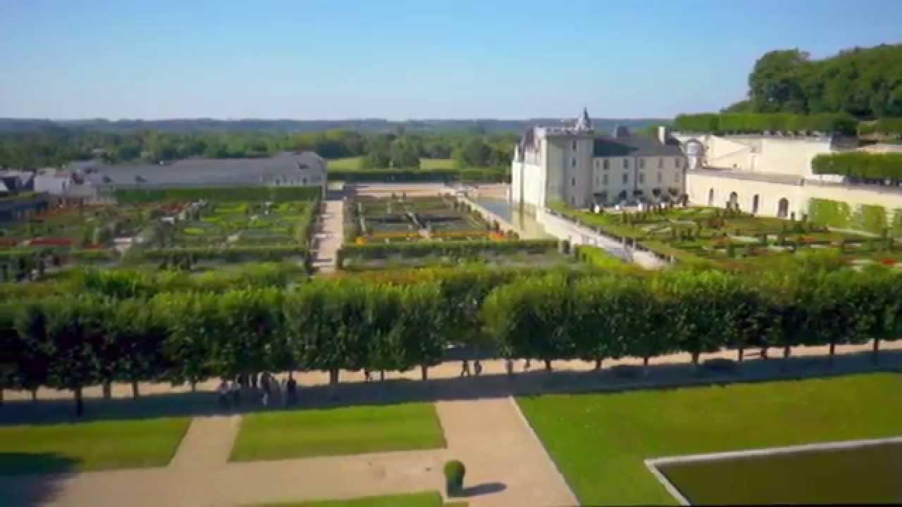 Vue a rienne des jardins du ch teau de villandry youtube for Jardin villandry