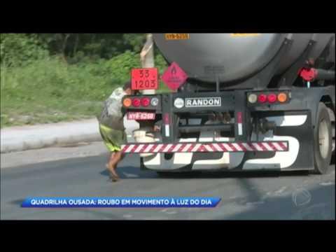 Quadrilha rouba combustível com o caminhão em movimento