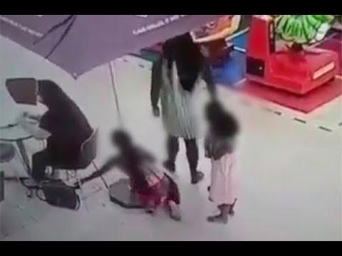Madre sale con sus hijos y los pone a robar en centro comercial de Sincelejo   Noticias Caracol