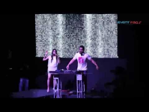 DJ Khushi & Shalmali Kholgade - WOW Awards 2013