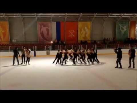 Флешмоб впечатляющее предложение руки и сердца на ледовом катке в Санкт-Петербурге