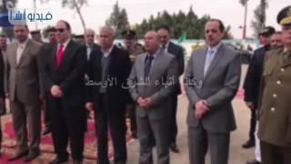 بالفيديو: محافظ المنوفية ومدير الأمن  يضعا إكليلاً من الزهور على النصب التذكارى للشهداء