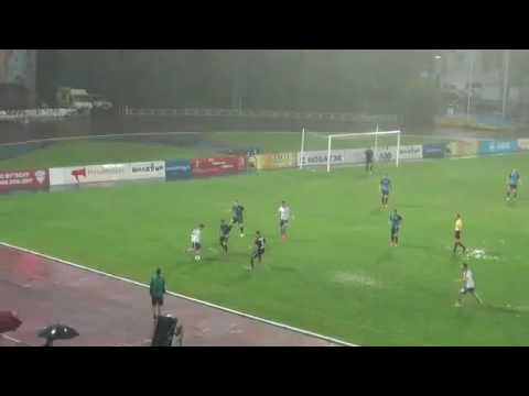 The Russian first division never lets a little drizzle interrupt a golazo