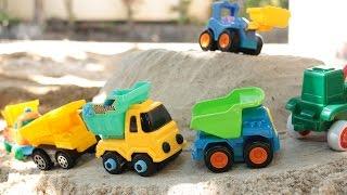 กองภูเขาทรายกับรถของเล่นก่อสร้าง รถแม็คโคร รถตักดิน รถบรรทุก รถดั้ม 4 คัน Construction Vehicles
